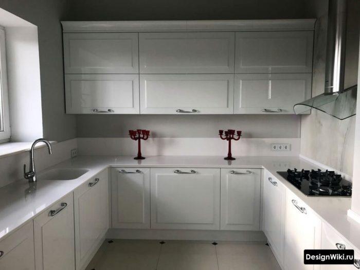 п-образная кухня без верхних навесных шкафов