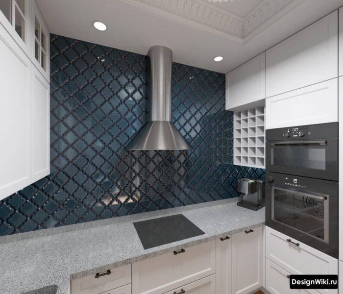 п-образная кухня без верхних шкафов с фартуком до потолка