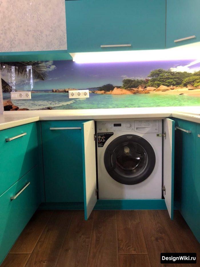 п образная кухня со стиральной машинкой совмещенная с гостиной