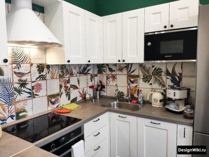 угловая мебель п-образной формы на кухне