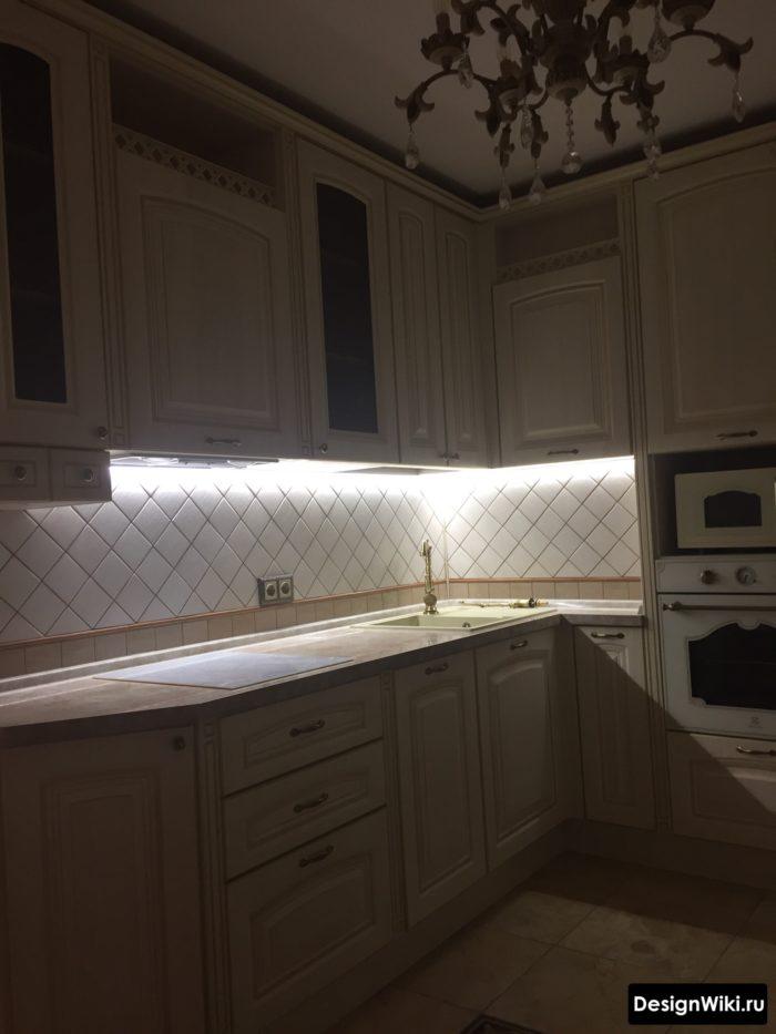 интерьер кухни 9 кв м с холодильником