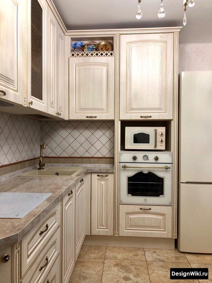 кухня угловая 9 кв м дизайн с холодильником