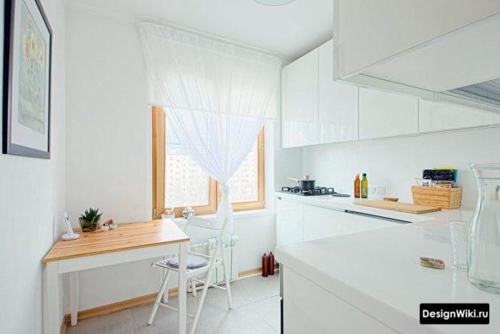 белая с деревом кухня 10 кв м