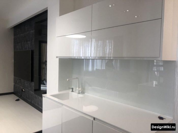 дизайн кухни в стиле хай тек в малогабаритной квартире