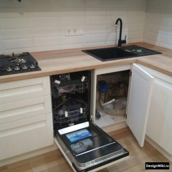 кухня 10 кв м с мойкой на углу