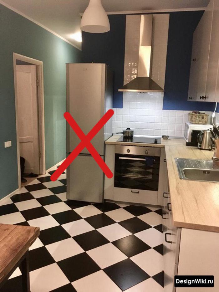 кухня 10 м2 дизайн проект с холодильником на входе