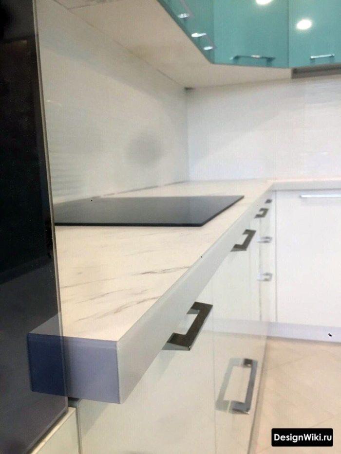 планировка кухни 12 метров с холодильником