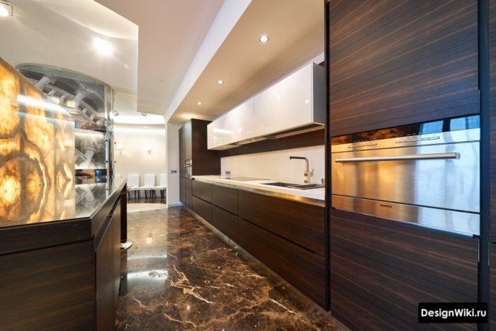прямая кухня в стиле хай тек с коричневым деревом