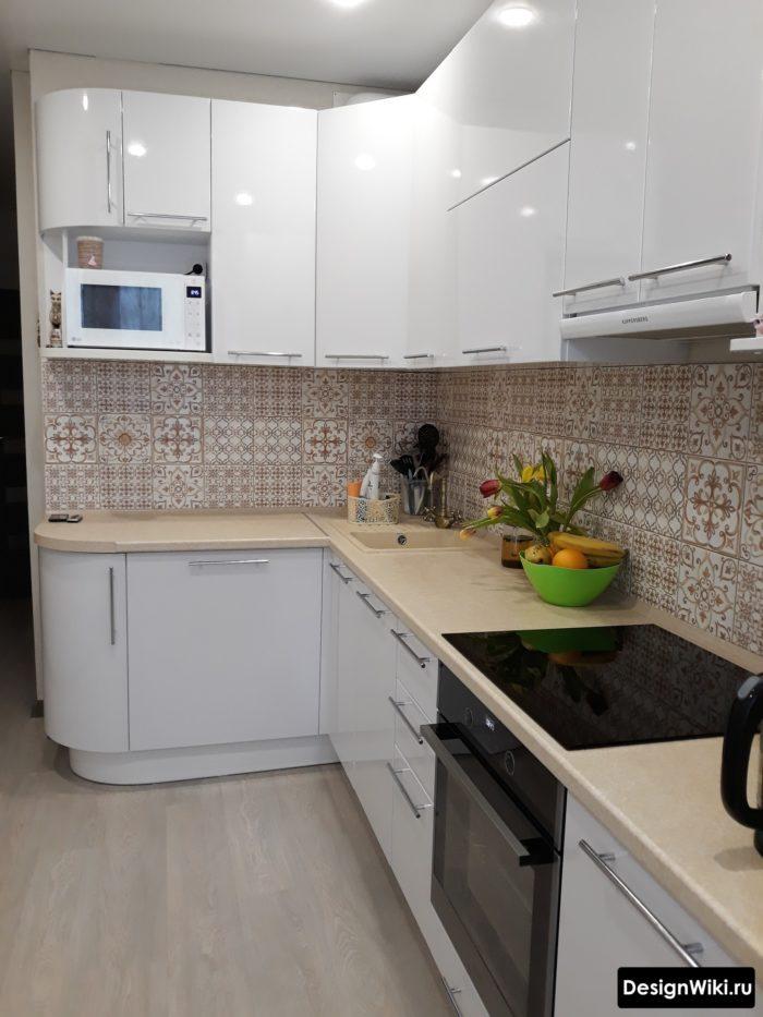 прямоугольная угловая кухня буквой Г