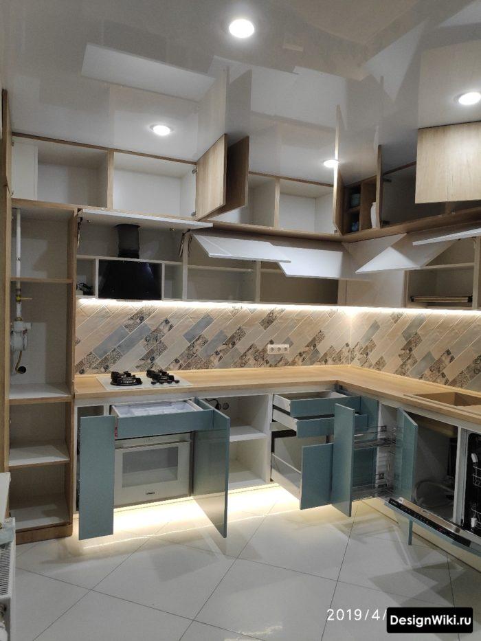 ремонт кухни 10 кв м открытые шкафы