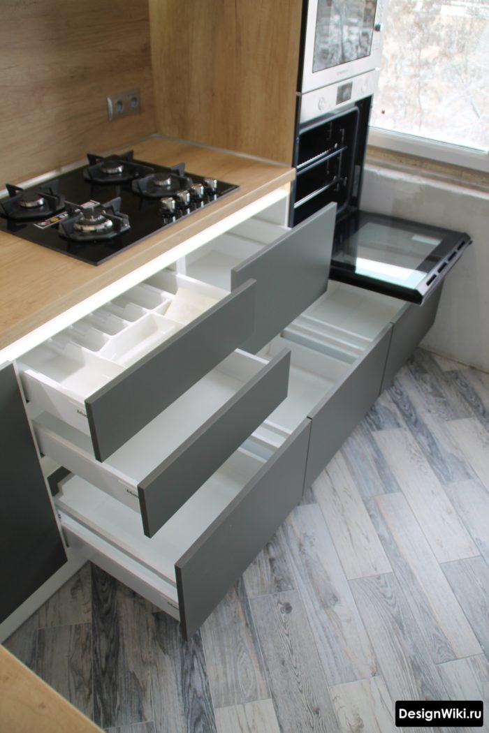 кухня в светло серых тонах