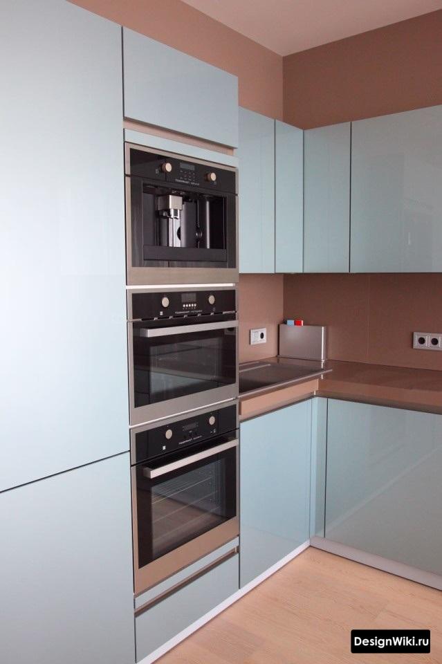 кухня серого цвета в интерьере сочетание стен