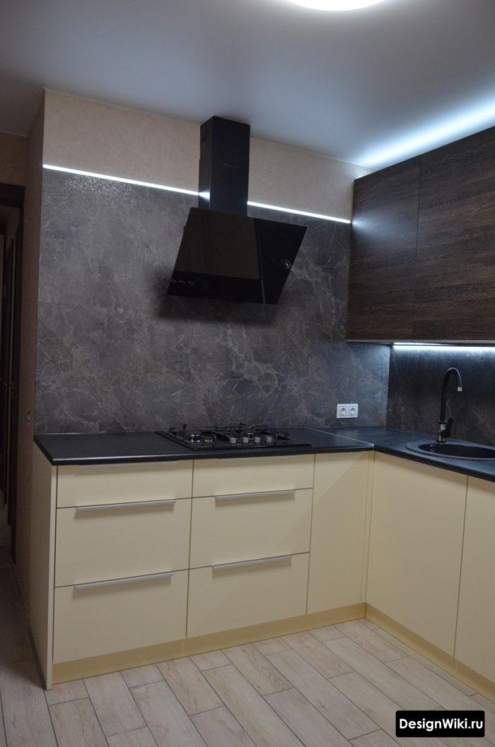 кухня с серым полом