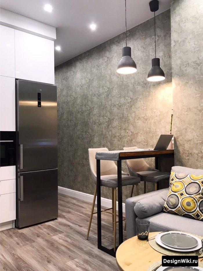 серые обои и пол в белой кухне