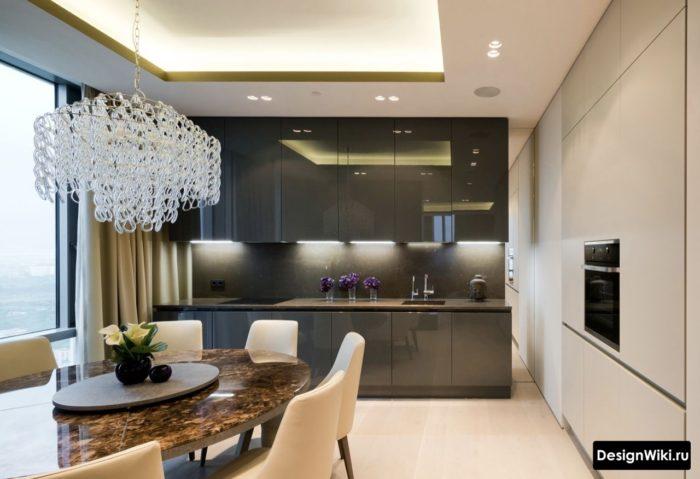 темно-серая глянцевая кухня без ручек