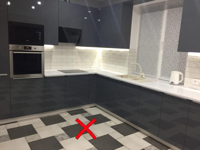 шахматный узор на полу кухни